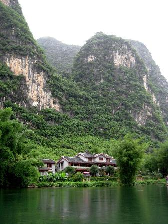Yangshuo Mountain Retreat: Mountain Retreat from Yulong River