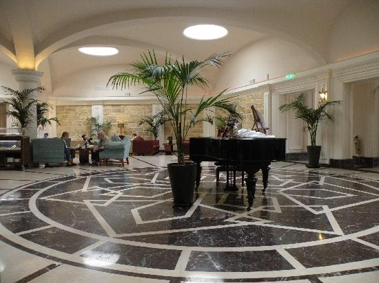 Hotel Phoenicia: The piano bar