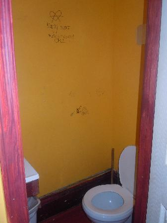 India House Hostel: One of the toilets in our dorm