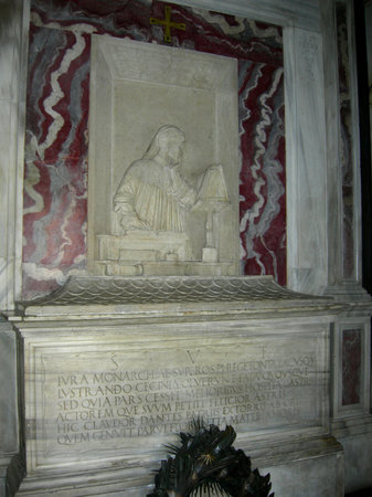 Dante's tomb and Quadrarco of Braccioforte