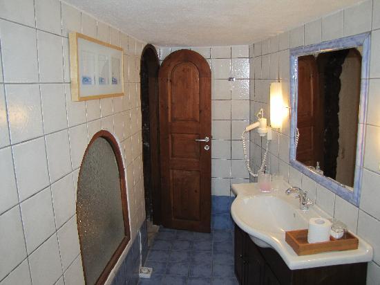 Residence Suites: Honeymoon suite bathroom 2011 January 02