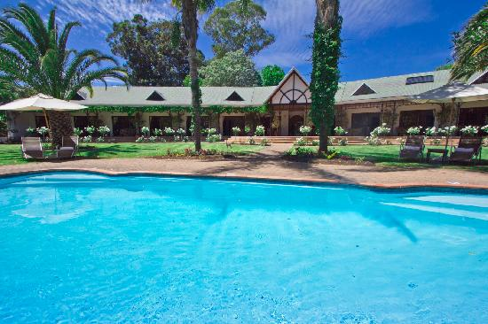 Hlangana Lodge: Large salt water swimming pool