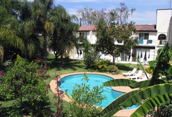 Quinta Ganz furnished apartments: Garden and Swimming pool