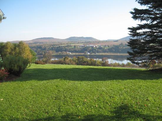 Tannaghtyn B & B: river valley view