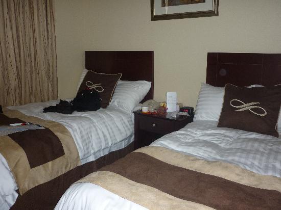 Pointe Plaza Hotel: Bett