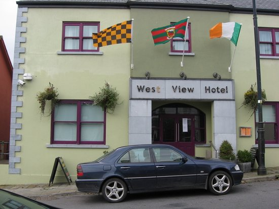 Louisburgh, Ireland: West View Hotel main entrance, September 2011