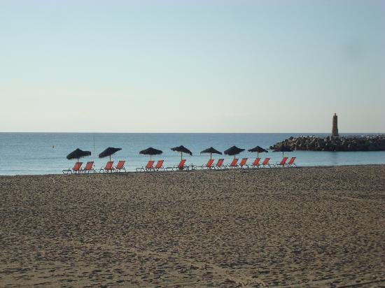 เมเลีย มาร์เบลล่า บานุส โฮเต็ล: la plage à 10 h du matin