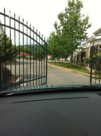Appleview River Resort: Security gate