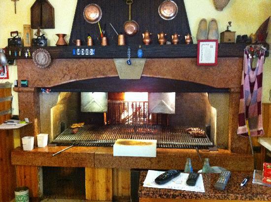 Caminetto per la griglia - Foto di Trattoria San Bastian, Pederobba ...