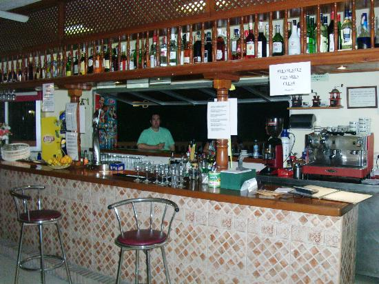 Club Playa Flores: Bar (Inside)