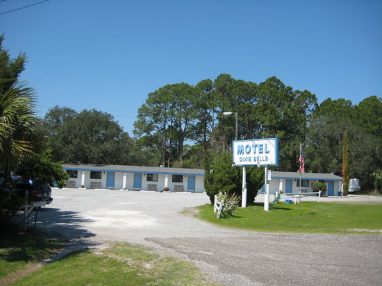 Dixie Belle Motel : Plenty of boat parking