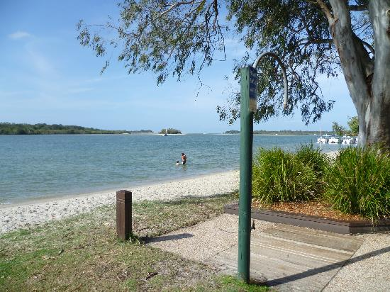 Montpellier Boutique Resort: 50 mtrs to the beautiful Noosa River