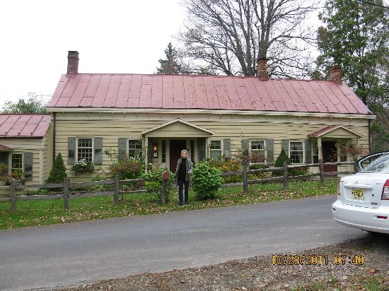 Olde Rhinebeck Inn: Outside