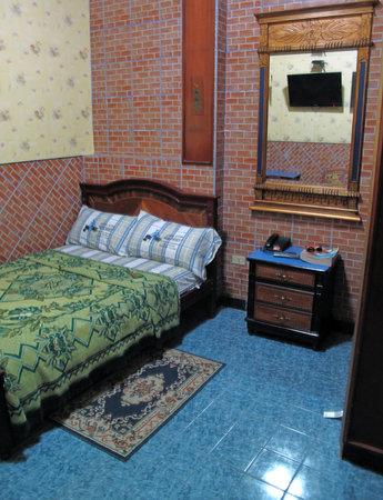 Hostal Suites Madrid: Interior Room