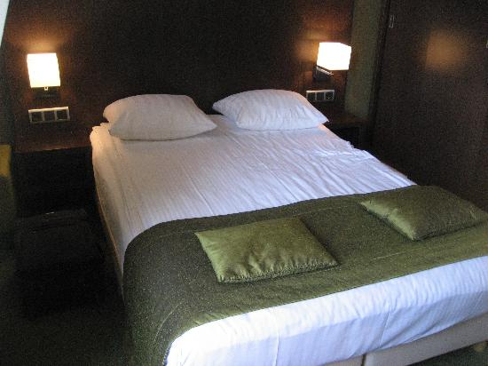 บูตีคโฮเต็ล วิว: Our small room 304 with canal view
