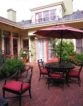 Inn at Depot Hill: Inn's Courtyard