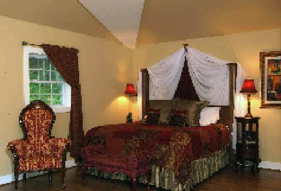 Valle Crucis Bed & Breakfast: Bank Suite