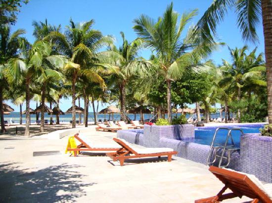 Oasis Palm: Piscina y playa