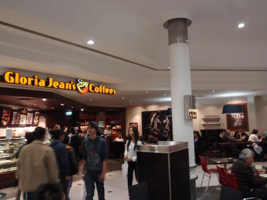 Gloria Jeans The Glen: The store from the food court