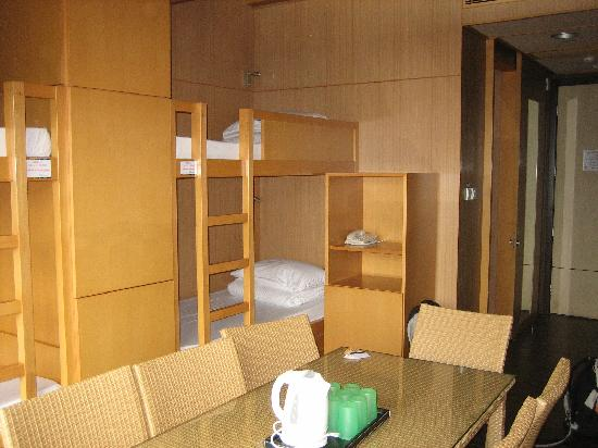 Noah's Ark Resort: Zu dritt im 8-Bett-Zimmer