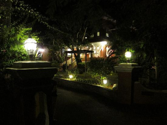 Royal Palms Hotel: The main entrance from the street at night.