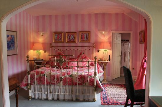 Ynyshir Hall: pink bedroom