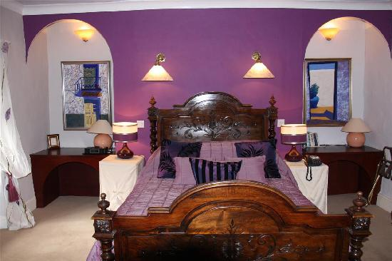 Ynyshir Hall: purple bedroom