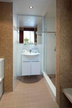 كينجز بيرث هوتل: Bathroom Deluxe Room
