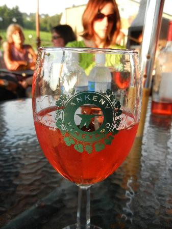 Ankeny Vineyard: Love the wine glasses!
