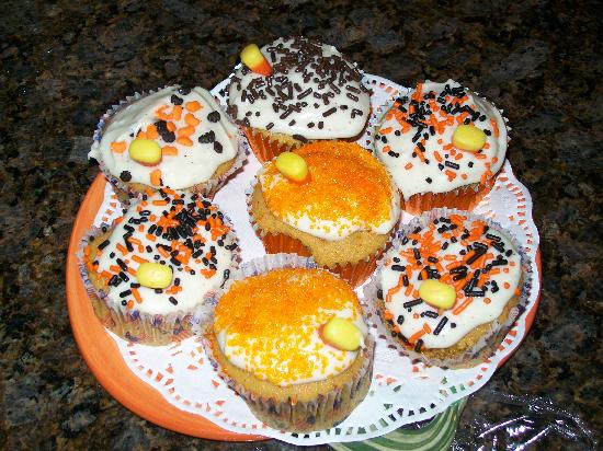 The Puffin: Yummy cupcakes made by Nancy for us!!