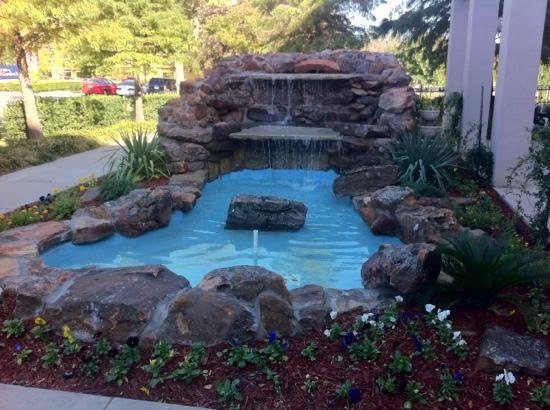 High Quality Hilton Garden Inn DFW Airport South: Patio Area With Waterfall