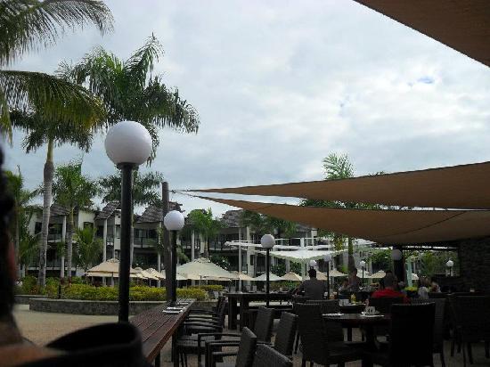 Radisson Blu Resort Fiji Denarau Island: have breakfast by the beach