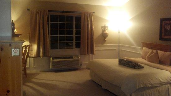 Leavenworth Village Inn: 303 King Bed