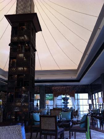 Boneka Restaurant at The St. Regis Bali Resort: ラウンジ