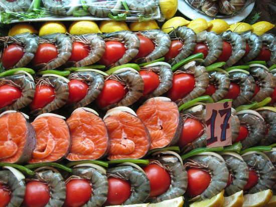 Le Minotaure : There were kabobs displayed like this all over the Latin Quarter