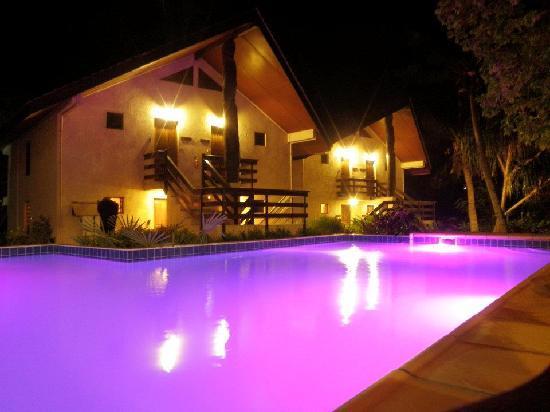 Fatumaru Lodge: Pool By Night