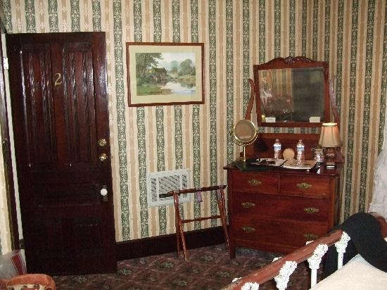 1859 Historic National Hotel: Room 2 (can you see Flo?)