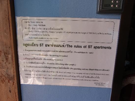 ST Apartment: フロントに貼ってあったご案内の紙