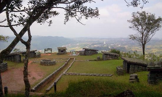 Phetchabun, Thaïlande : view from old gun emplacement near war memorial
