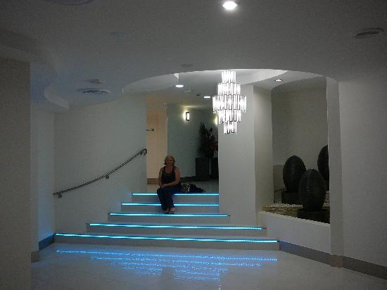 Ramada Resort Golden Beach: The foyer area at night