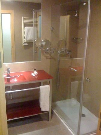 Hotel Elegance Getafe: Bathroom
