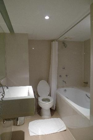24 อินน์: Bathroom inside the room