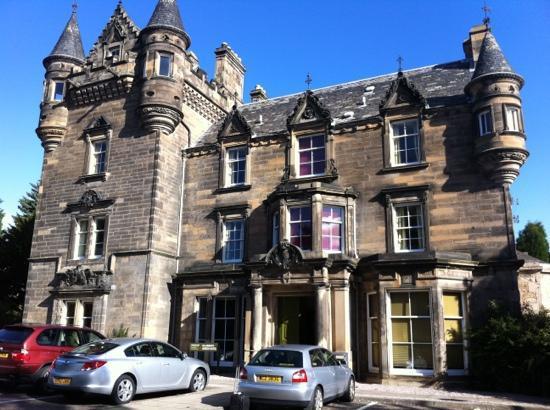 โรงแรมซอลส์บรี กรีน: fairy tale hotel