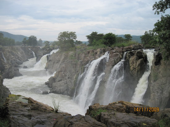 Dharmapuri, India: waterfalls