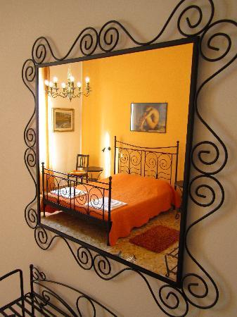 2 Passi al Colosseo B&B : Mandarino Room