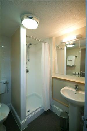 New Inn Hotel: Bathroom