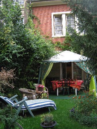 Cecilia's Guest House: L'entrata del nostro monolocale.