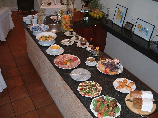 Gable Manor Guest House: The breakfast buffet - cooked to order