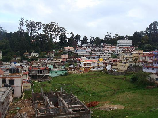 Hotel Sunpark Ooty: views of the city from the hotel