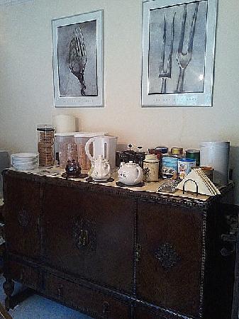 Rosemead Guest House: breakfast bar